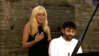 Andrea Bocelli y Marta Sanchez Vivo Por Ella