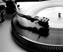 fotos de como se tocaba la musica en los 80